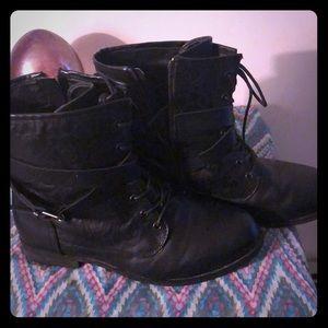 Torrid rose imprinted black boots